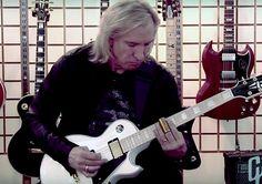 Joe Walsh Teaches the Duane Allman Slide Method As He Learned It from the Man Himself | GuitarWorld