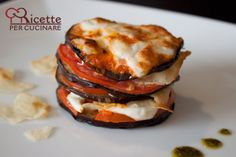 Parmigiana di melanzane, here the pretty version, but Melanzane alla Parmigiana is al about the creamy eggplant, the tangy and sweet tomato sauce and the salty cheese, even cold in the middle of the nigt its great!!!