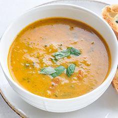 Zupa z cukinii z pomidorami. Letnia zupa z cukinii z dodatkiem świeżych pomidorów. Zupa cukiniowo-pomidorowa. Soup Recipes, Recipies, Special Recipes, Cheeseburger Chowder, Paleo, Food And Drink, Dinner, Cooking, Ethnic Recipes
