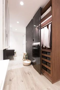 ​Sensearchitects Limited: Luxurious interiors in Hong Kong Residential Interior Design, Interior Design Companies, Luxury Interior, Interior Architecture, Two Storey House, Wooden Decks, Wardrobe Closet, Clean Design, Design Firms