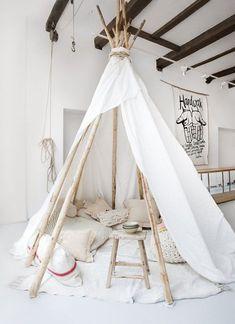 DIY Zelt aus Zweigen und Bettwäsche für coole Kinderzimmer Einrichtung