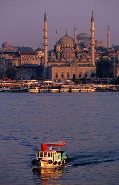 'Boat+on+river.'+von+Lonely+Planet+Images+bei+artflakes.com+als+Poster+oder+Kunstdruck+$18.44