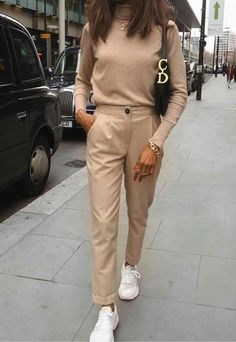zara outfit 30 - Source by style Zara Outfit, Beige Outfit, Neutral Outfit, Beige Pants Outfit, Monochrome Outfit, Dress Pants, Khaki Pants, Nude Outfits, Classy Outfits