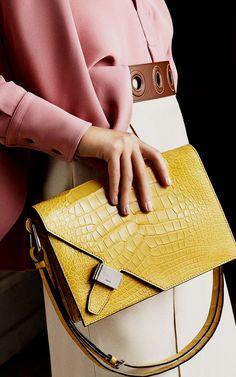 f05b4e8b0582 93 beste afbeeldingen van tassen in 2019 - Beige tote bags, Designer ...