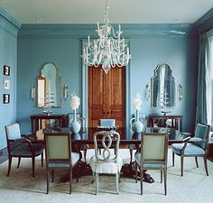 Same Color Walls and Mouldings — An effective design trick / Image Source: House Beautiful, Suzanne Kasler