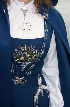 Vålerdrakt detaljer fra Hedmark Folk Costume, Costumes, Folk Clothing, Scandinavian Art, Vape, Norway, Bell Sleeve Top, Bomber Jacket, Culture
