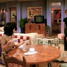 10 Quirks You Never Noticed About TV Sitcom Homes