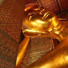 Massive reclining Buddha we seen in the Wat Pho temple in Bangkok #MyLBW #watphotemple #bangkok #backpacking #travel #thailand