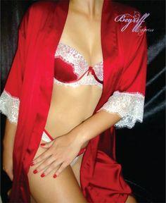 Boa tarde meninas! Não se pode falar que vermelho não é uma cor poderosa, pois a maioria das mulheres recorre a ela quando quer causar impacto e principalmente para se sentir poderosa. Vermelho fica bonito nos lábios, nas unhas, nas roupas e também na lingerie. E para as mais tímidas existe o rubi ou pimenta que é um tom mais escuro e portanto mais discreto. Escolha o seu tom!!! #lingeries #rendas #modaintima #intimates #mulherespoderosas #begrifflingeries