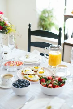 Wake up to this :) brunch petit déjeuner cuisine yummy cook cooking Breakfast Table Setting, Breakfast And Brunch, Morning Breakfast, Perfect Breakfast, Sunday Brunch, Breakfast Recipes, Country Breakfast, Sunday Morning, Brunch Mesa