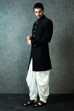 M16-144 - Velvet indowestern suit highlighted with contrast buttons