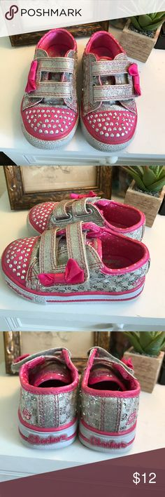 Sketchers Twinkle Toes Toddler Sneakers Minor wear and tear on these adorable light up shoes but ok very good condition. So worth it to buy them gently used than New since these kiddos grow up so fast! Sketchers Shoes Sneakers