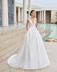 Tailored Wedding Dress, Classic Wedding Dress, Best Wedding Dresses, Bridal Dresses, Wedding Gowns, Wedding Dress Petite, Wedding Bride, Lace Wedding, Wedding Jewelry