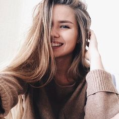 Image uploaded by Ivy. Find images and videos about girl, beautiful and pretty on We Heart It - the app to get lost in what you love. Selfie Poses, Pretty People, Beautiful People, Foto Casual, Tumblr Girls, Pretty Face, Hair Goals, Hair Inspiration, My Hair
