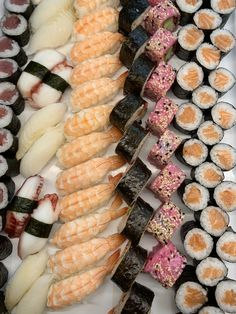 #dachsteinkönig #kulinarik #culinary #tuna #thunfisch #lachs # #salmon #urlaub #kinder #familie #holiday #family #gosau #österreich #austria #hotel #food #sushi #nigiri #maki #fish #fisch #japan #garnele Sushi, Sausage, Japan, Meat, Vegetables, Food, Hotels For Kids, Shrimp, Childcare