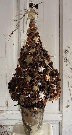 Charming Pinecone Christmas tree