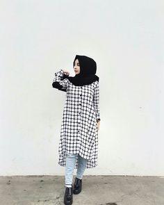 Modern Hijab Fashion, Hijab Fashion Inspiration, Muslim Fashion, Hijab Style Dress, Casual Hijab Outfit, Abaya Style, Stylish Dresses For Girls, Stylish Dress Designs, Frock Fashion