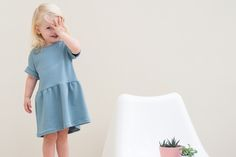 Fons and Sien free pattern and tutorial - WISJ Designs Toddler Sewing Patterns, Sewing For Kids, Baby Patterns, Free Sewing, Sewing Baby Clothes, Baby Sewing Projects, Dress Tutorials, Toddler Girl Outfits, Free Pattern