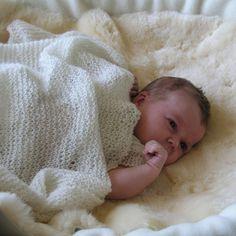 Oppskr.+1904+Babyteppe,+lue,+sokker: Strikkeoppskrift+på+vårt+populære+babyteppe,+samt+sokker,+strømper+og+lue.+fra+Nøstebarn.