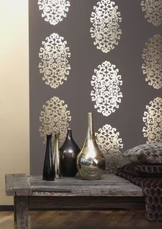 We've sourced 19 stunning examples of metallic wallpaper to inspire you. Plus, we give you the top tips on how to style metallic wallpaper in your home. Salon Interior Design, Modern Interior Design, Interior Decorating, Metallic Wallpaper, Wall Wallpaper, Accent Wallpaper, Interior Wallpaper, Graphic Wallpaper, Damask Wallpaper