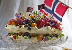 no - Finn noe godt å spise Pavlova, Norwegian Food, Norwegian Recipes, Baking Recipes, Cake Recipes, Public Holidays, Recipe Boards, Something Sweet, Yummy Cakes