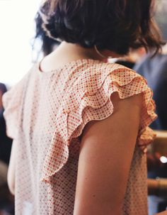 Ruffle sleeve Sewing inspiration~ layered ruffles as sleeve/ shoulder detail. Look Fashion, Fashion Details, Womens Fashion, Fashion Design, Sleeve Designs, Mode Inspiration, Types Of Sleeves, Short Sleeves, Pretty Outfits