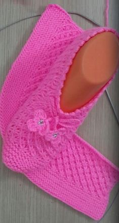 Rectangle Knitting Slippers Ideal for beginners in knittin Knit Slippers Free Pattern, Crochet Slipper Pattern, Crochet Shoes, Knit Crochet, Baby Knitting Patterns, Knitting Stitches, Knitting Socks, Free Knitting, Crochet Patterns