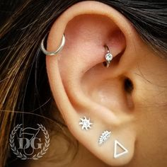 Healed rook piercing that got a little up grade to this titanium hoop with a whi.- Healed rook piercing that got a little up grade to this titanium hoop with a white cz Daith Piercing, Innenohr Piercing, Rook Piercing Jewelry, Rook Jewelry, Ear Piercings Rook, Cartilage Earrings, Tongue Piercings, Helix Jewelry, Piercing Aftercare