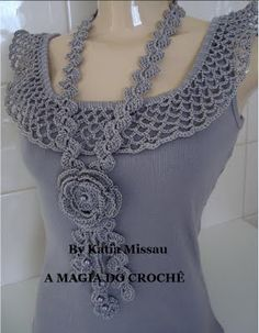 simple tank with crochet collar in this pic. It's a website no patterns just a lot of great ideas for crochet projects Col Crochet, Crochet Collar, Crochet Woman, Crochet Blouse, Crochet Scarves, Crochet Clothes, Crochet Stitches, Diy Clothes, Crochet Dresses