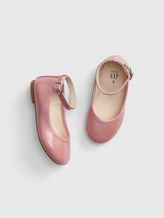 Shop the Gap collection of toddler girl shoes. Find a variety of little girls' shoes including flats, sandals, slip-ons, sneakers, and more. Toddler Girl Shoes, Baby Kids Clothes, Baby Girl Shoes, Toddler Girl Outfits, Girls Shoes, Toddler Girls, Boy Outfits, Baby Boy, Gap Shoes