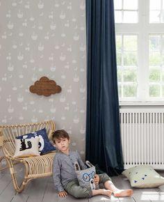 Hoe bereik je snel een nieuwe frisse look in de babykamer of kinderkamer? Behang één of twee muren en je hebt direct groots resultaat. | Jolien blogt @Kinderkamerstylist | Flairathome.nl #FlairNL