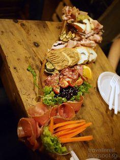 What to eat in Rome ~ La Prosciutteria Trevi | Travellerelf