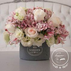 Discover thousands of images about Floral Arrangement - Modern Embrace Flower Centerpieces, Flower Decorations, Wedding Centerpieces, Wedding Decorations, Deco Floral, Arte Floral, Floral Design, Fresh Flowers, Silk Flowers