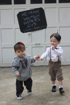 32 halloween costumes for kids/girl!Whether you\'re looking for a Halloween costume for yourself your . a dozen Halloween parties to go to because I was swimming in great costume ideas. Halloween Costumes For Brothers, Funny Kid Costumes, Twin Costumes, Kids Costumes Boys, Family Halloween Costumes, Halloween Kids, Halloween Recipe, Halloween Makeup, Halloween Games