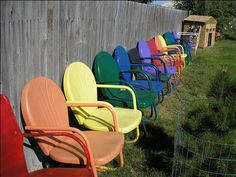 rainbow of motel chairs Vintage Outdoor Furniture, Lawn Furniture, Metal Furniture, Painted Furniture, Colorful Furniture, Antique Metal, Vintage Metal, Vintage Stuff, Outdoor Chairs