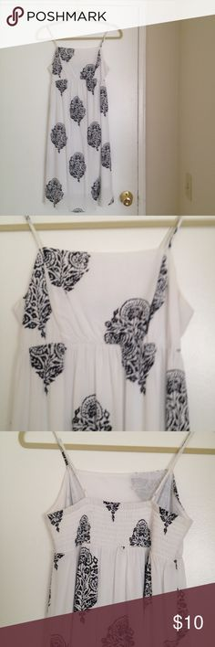 Old Navy white maxi dress. FINAL PRICE Old Navy white maxi dress. This is from the maternity dept but can be worn by either pregnant or non-pregnant women. Very loose and comfortable, light summer dress. Old Navy Dresses Maxi