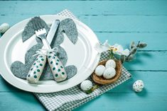 Decoração de Páscoa, enfeites, ideias,  reaproveitamento lembrancinhas de páscoa, mesa arrumada.