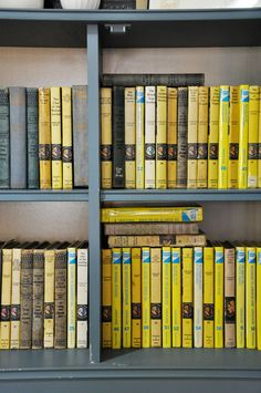 I love Nancy Drew! Brooklyn studio apartment of Kimberly Lewis via Apartment Therapy Tour www. I Love Books, Great Books, Books To Read, Nancy Drew Books, Up Book, Thats The Way, Book Nooks, Mellow Yellow, Designer Wallpaper