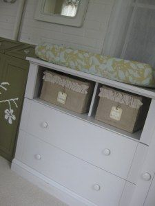 My friend Rosa gave me the idea to make storage containers out of cardboard boxes and burlap, and I just had to try it. I made a few boxes to put into the changing table in our nursery.It's a SUPER...