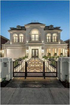 33 best house exterior design you can check 15 House Designs Exterior check design exterior house Dream Home Design, Modern House Design, Modern House Exteriors, Classic House Design, Best Home Design, Modern Mansion, Modern Houses, Cool House Designs, Dream Mansion