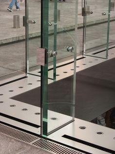 Apple Store - Bohlin Cywinski Jackson - New York, United States Curtain Wall Detail, Glass Curtain Wall, Window Detail, Gate Design, Facade Design, Glass Store, Glass Building, Glass Structure, Glass Office