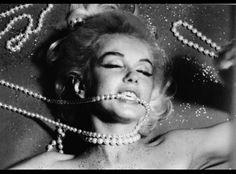 Marilyn Monroe, Bert Stern, Beautiful Lips, Norma Jeane, Aesthetic Pictures, Hair Pins, Movie Stars, Hair Beauty, Vogue