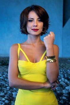 Andreia Horta descarta casamento: 'Deus me livre! Nunca me passou pela cabeça pôr uma tiara, um vestido de cauda'