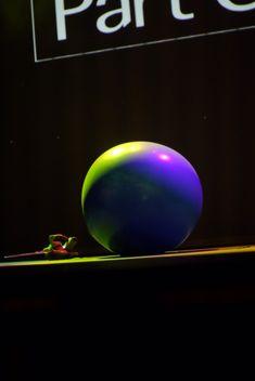 Artista de circo Mr. Balão para eventos de empresas. Mr. Balão é uma performance única e inovadora com balão gigante de 2 mts de diámetro, o artista de forma comica entra no balão sumindo para o publico e reaparecendo depois.  Contate-nos e lhe contaremos mais detalhes sobre esta e outras performances exclusivas de Humor e Circo Eventos para festas corporativas.  Contate-nos humorecirco@gmail.com (11) 97319 0871 (21) 99709 6864 (73) 99161 9861 whatsapp. Planets, Celestial, Humor, Giant Balloons, Fiestas, Shape, Corporate Events, Artists, Humour