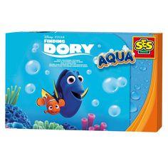 Dolop Finding Dory? Neem je vrienden uit de onderwaterwereld nu ook mee in bad! Kleur Dory en Nemo in met de badkrijtjes, druk ze uit de kleurplaten en plak ze aan de muur. Je kunt de kleurplaten makkelijk schoonmaken, zodat je ze elke keer opnieuw kunt inkleuren. Het krijt is tevens goed afwasbaar in de badkamer. In bad gaan was nog nooit zo leuk en creatief! inhoud: 2 afwasbare Finding Dory kleurplaten Krijtjesin de kleuren rood, blauw, geel en groen. Afmeting: verpakking 30 x 20 x 4 cm…