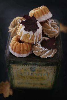 Chai-Apfelküchlein • Weiße Schokoladenküchlein mit Birne • Schokoladen- Ahornblätter   Fräulein Klein   Bloglovin'
