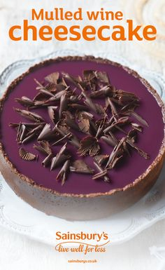 This cheesecake is a sure to be a Christmas winner. Dark chocolate and spiced mulled wine make for the perfect combination in this festive dessert. Xmas Food, Christmas Cooking, Christmas Desserts, Christmas Pudding, Sweet Recipes, Cake Recipes, Dessert Recipes, Köstliche Desserts, Delicious Desserts