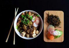 Nykyisin tofulta vaaditaan ekologisuuden lisäksi myös makua. Tofu ei ole mauton korvike lihalle, vaan taipuu niin ranskalaiselle illalliselle kuin aamupuuroks