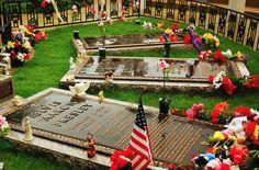 The Grave of Elvis Presley in Graceland, Memphis, Tennessee © James Kirkikis | Dreamstime