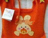 Babador em tricot com aplique de coelhinho